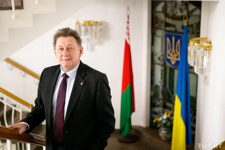 «Белорусы спокойно могут ехать в Украину на праздники». Посол о военном положении в стране