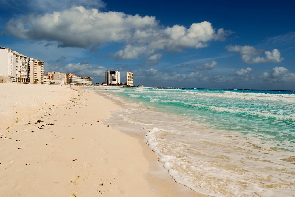 Рейтинг самых зависимых от туризма городов мира возглавил Канкун