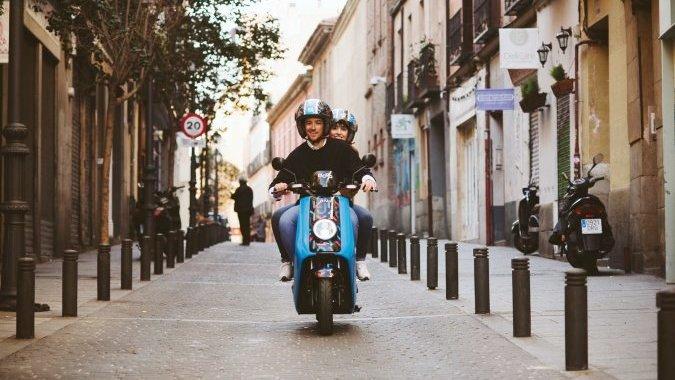 По Мадриду — на тандеме электроскутере