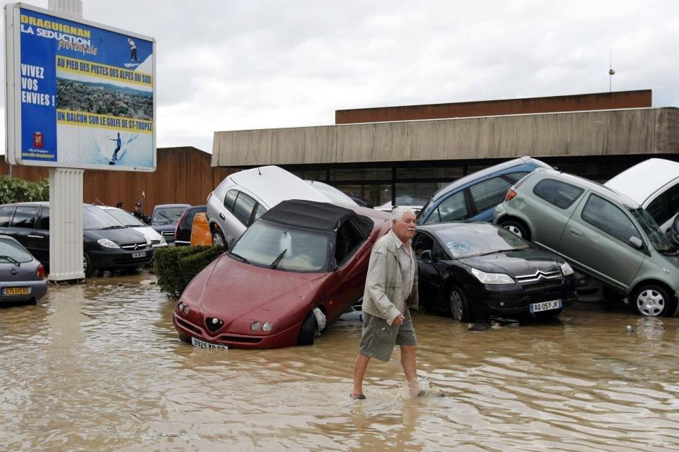 Во Франции туристов эвакуируют из-за наводнения