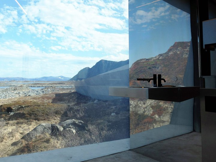 Как выглядят самые необычные общественные туалеты в мире: тут забываешь, зачем заходил