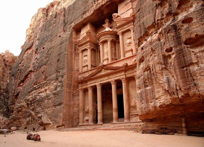 В Иордании туристов эвакуировали из Петры из-за угрозы наводнения