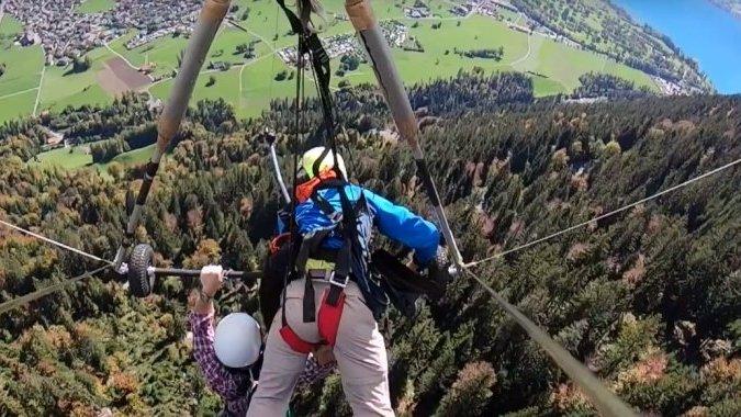 Швейцарские инструкторы забывают пристегивать туристов к дельтаплану