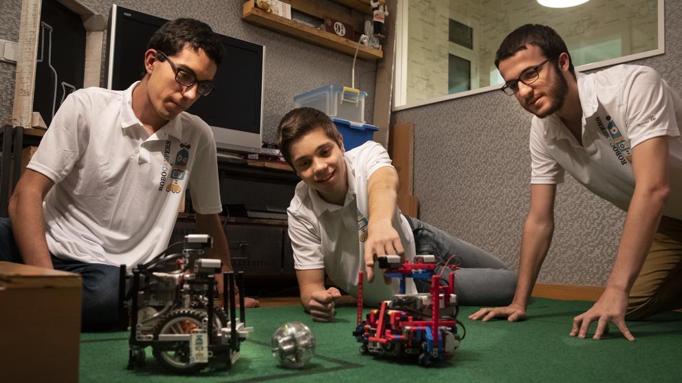 Три барселонских студента примут участие в чемпионате мира по футболу среди роботов