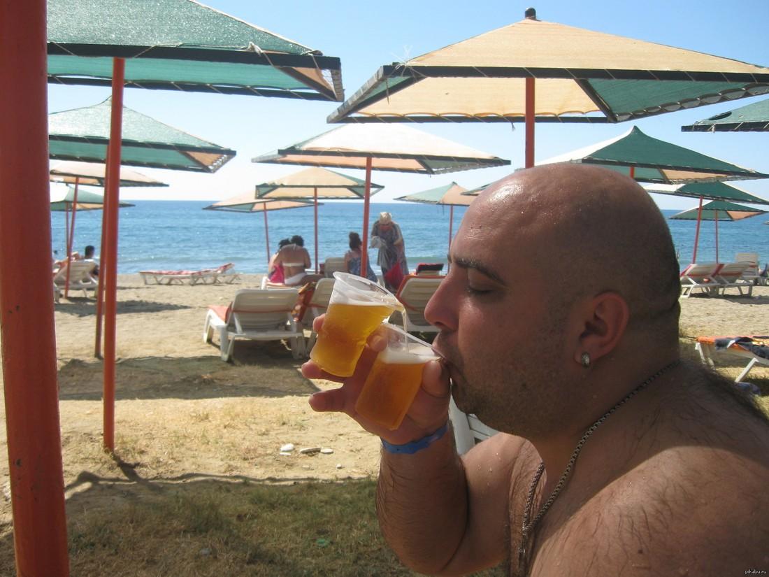 Немецкий журналист пожаловался на «безудержное пьянство» русских туристов в Турции