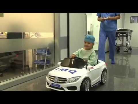 В Бильбао юных пациентов госпиталя сажают за руль игрушечного автомобиля