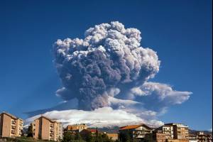 Продолжается извержение вулкана Этна на Сицилии