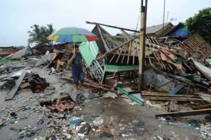 В Индонезии после цунами для туристов закрыты 6 пляжей