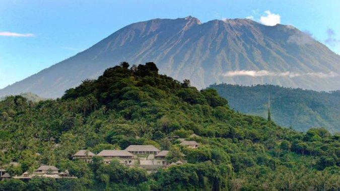 На Бали — трехминутное извержение вулкана Агунг