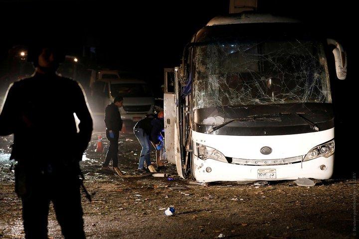 В Египте около пирамид в Гизе подорвали автобус с туристами