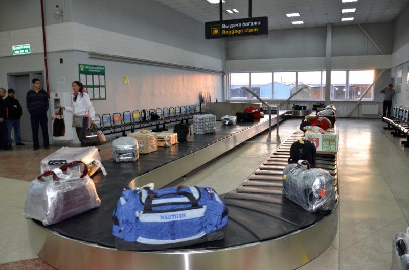 Треть туристов упаковывает чемодан пленкой и скотчем