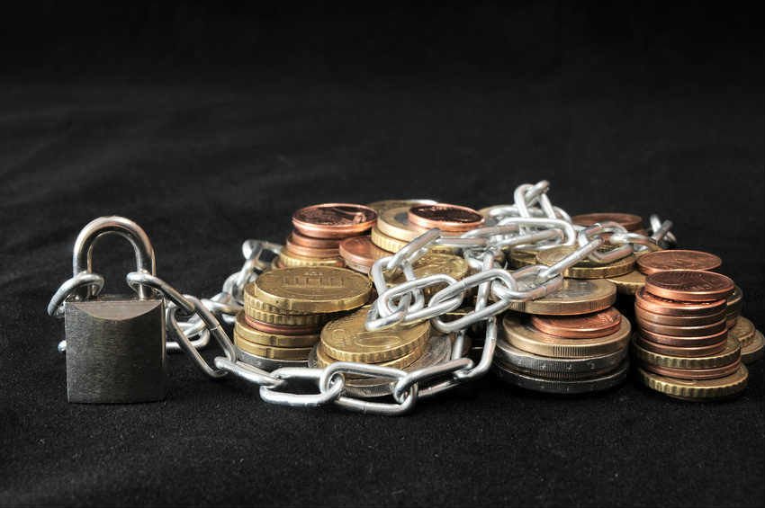 Страховщик 34 крымских турфирм признан банкротом