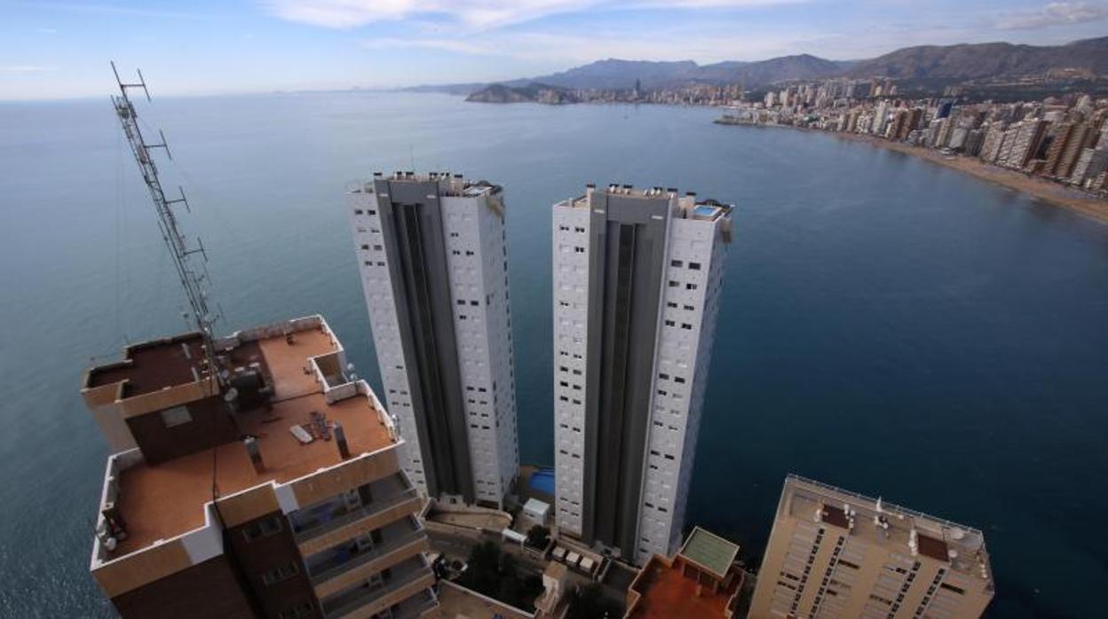 Верховный суд приказал Женералитету Валенсии снести два небоскреба в Бенидорме