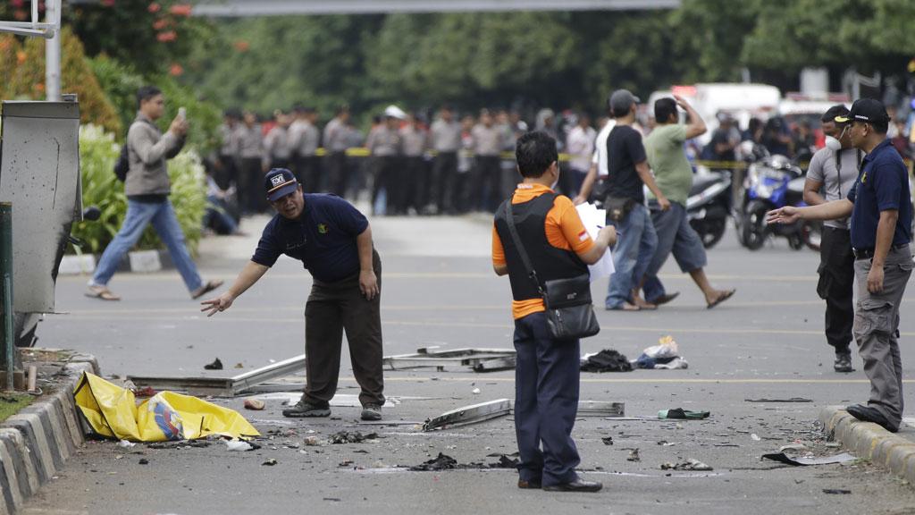 Туристов в Индонезии призвали быть осторожными в связи с угрозой терактов