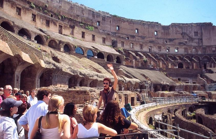 Турист в римском Колизее пойман за кражу кирпича во время экскурсии