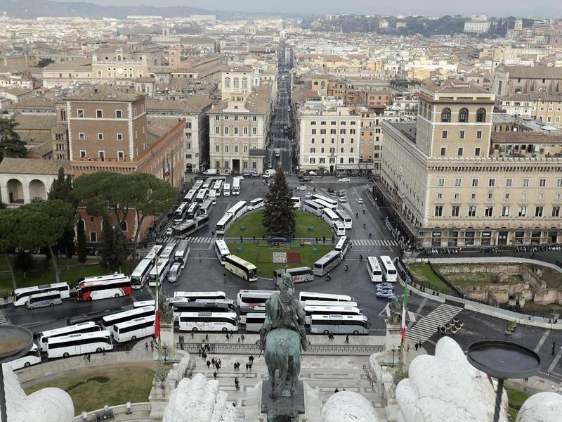 Водители туристических автобусов заблокировали центр Рима в знак протеста