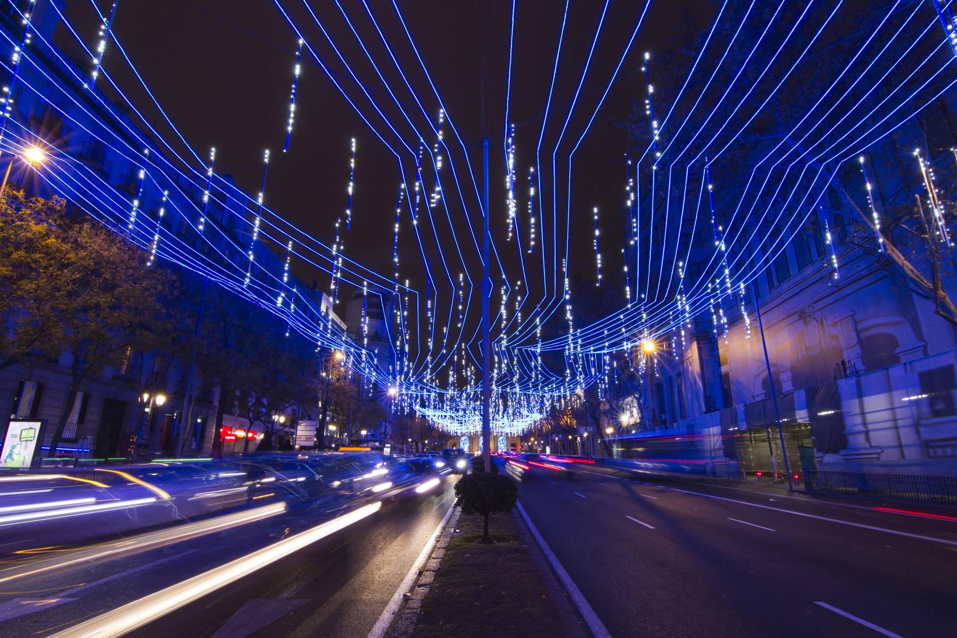 Испанская компания освещает весь мир в праздничные дни