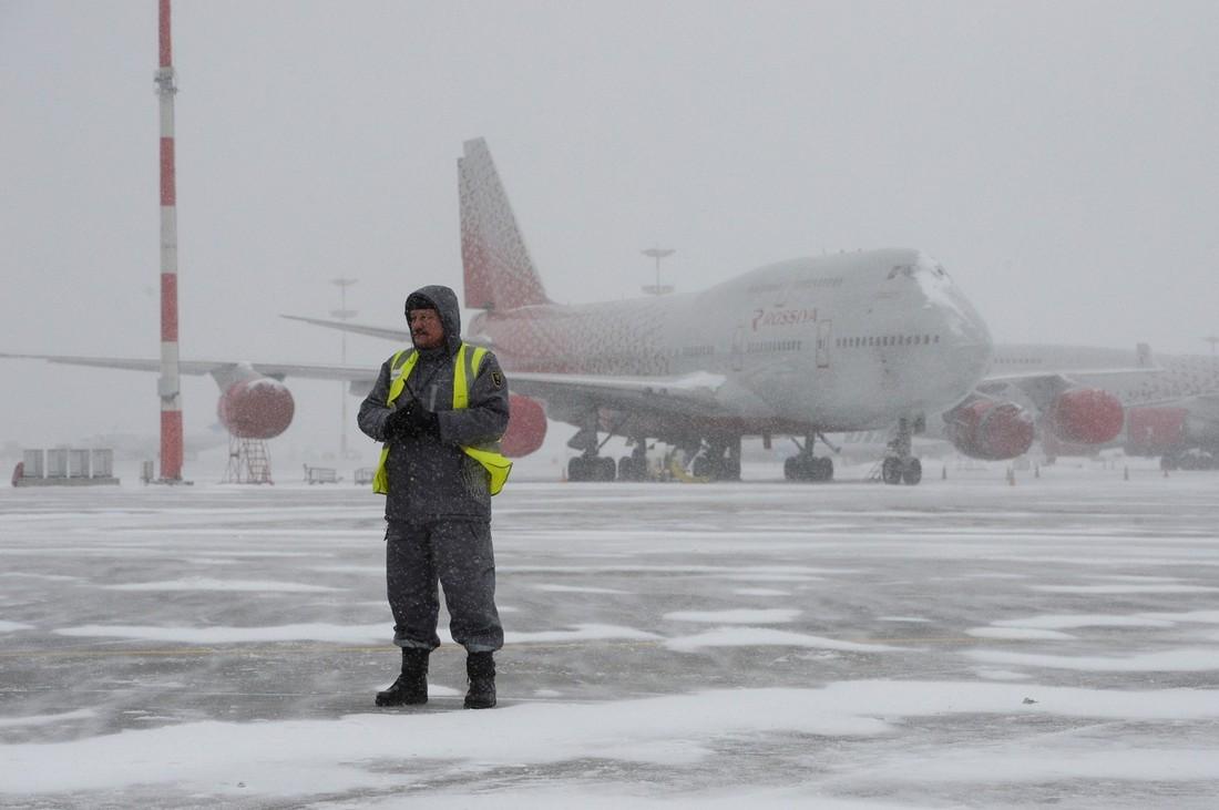 Снегопад задержал в аэропортах МАУ более 30 рейсов
