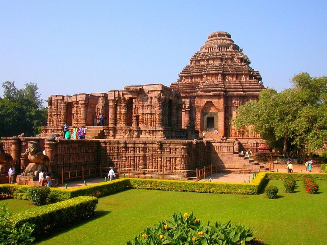 Российских туристов арестовали в Индии за съемки Храма Солнца с помощью дрона