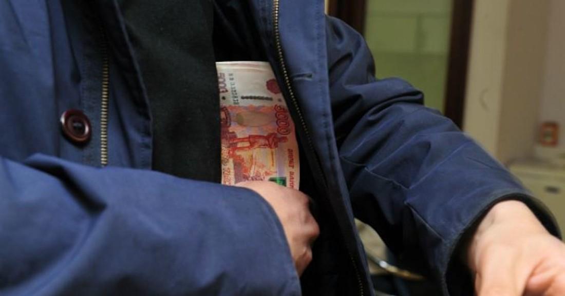 В Якутии бухгалтер украл у турфирмы ₽1/2 млн, а в Кронштадте у банка ограбили турменеджера