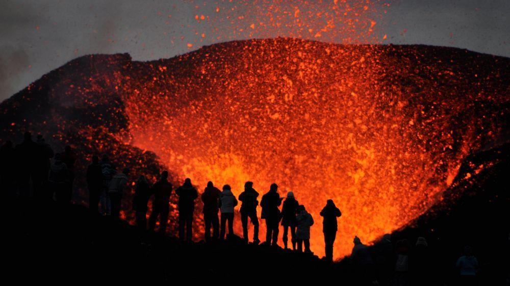 «Вулканический туризм» порождает массу последователей и опасностей