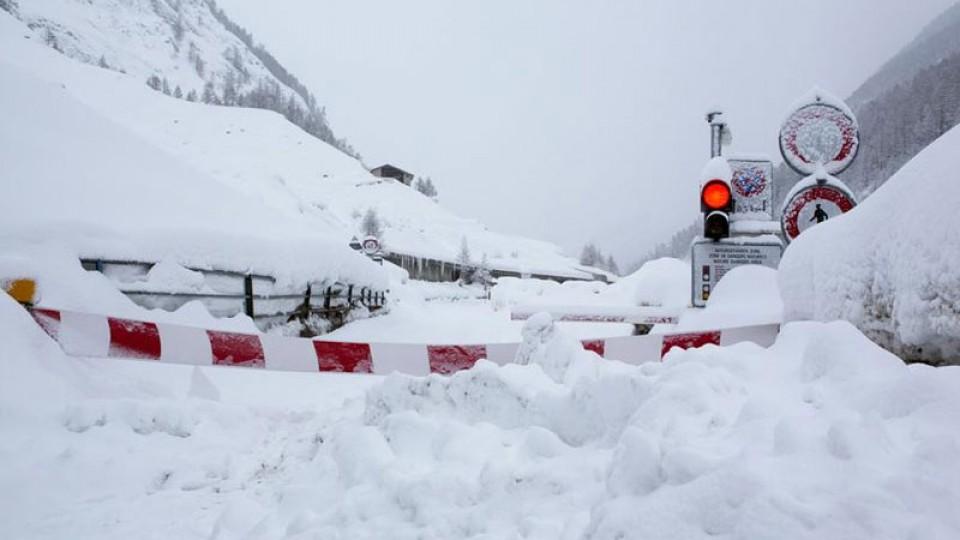 Давос с населением и сотнями туристов отрезан от мира снегом