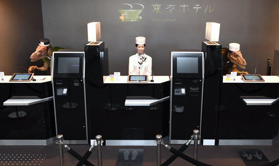 Японский отель уволил половину сотрудников-роботов
