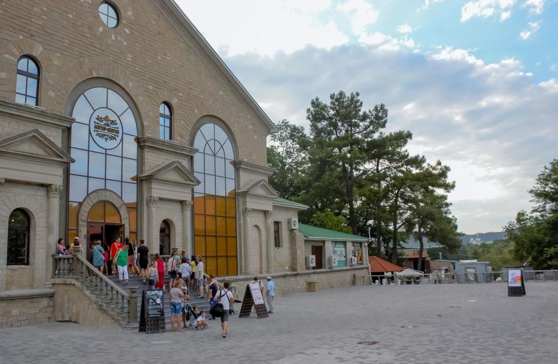 Медведев наградил премией правительства десять проектов в области туризма