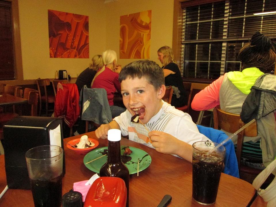 Полемика: в отель и ресторан с детьми – можно или нет?