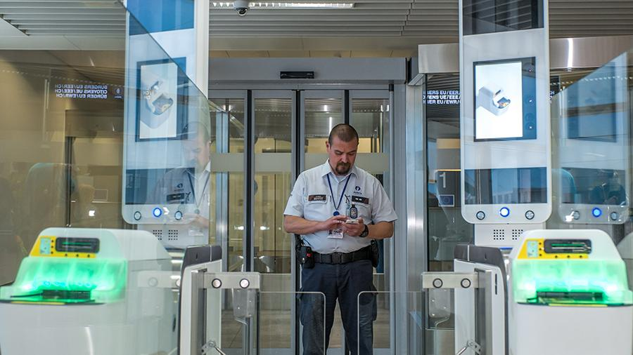 В Шереметьево тестируют автоматическую систему паспортного контроля для туристов