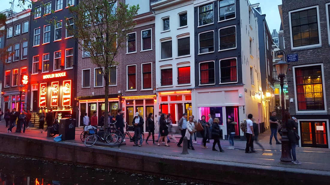 Туристов в Амстердаме решили штрафовать за селфи с проститутками