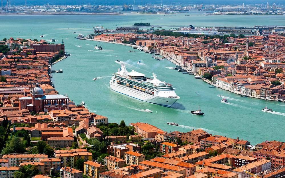 Венеция начинает брать плату с краткосрочных туристов
