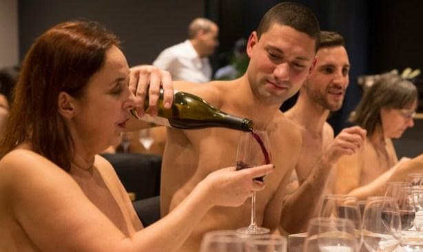Первый нудистский ресторан в Париже закрывается