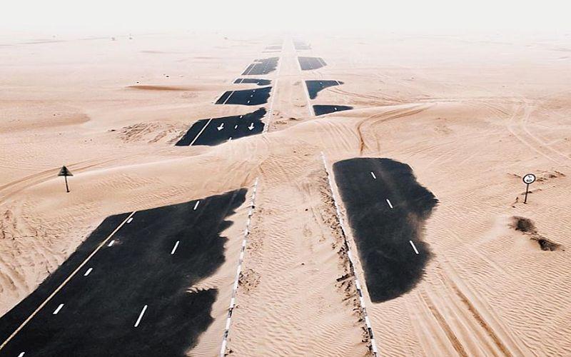 Главная достопримечательность ОАЭ: как пустыня захватывает дороги