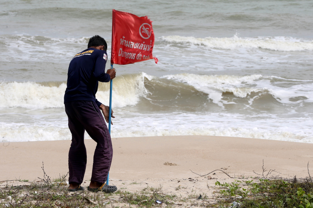 Тропический шторм надвигается на южные курорты Таиланда