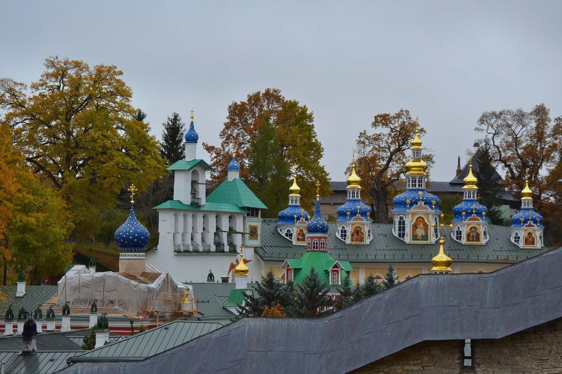 Туристам в Пскове устроили «экскурсионную блокаду» Псково-Печерского монастыря