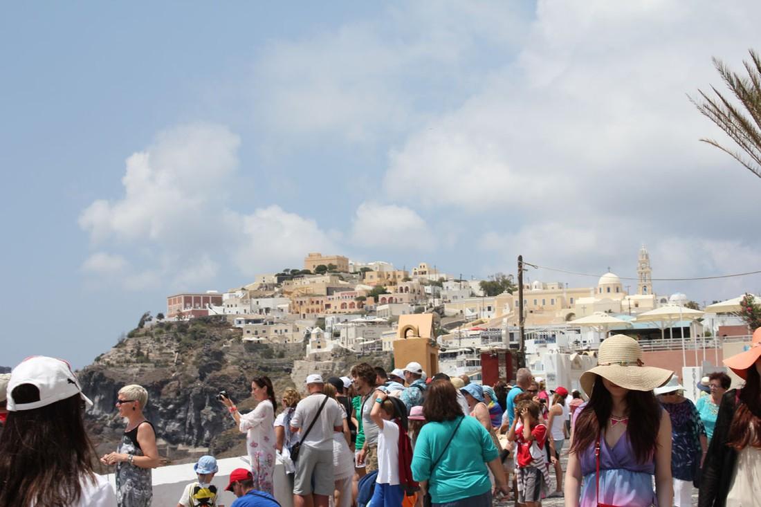 ЕС предупреждает Грецию: Санторини может пострадать от переизбытка туристов