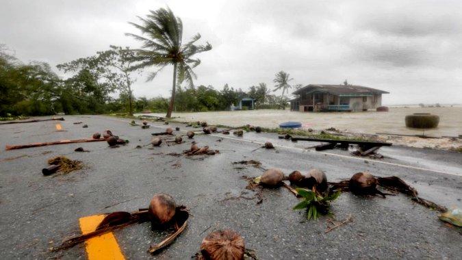 Центр тропического шторма пересек Малайский полуостров