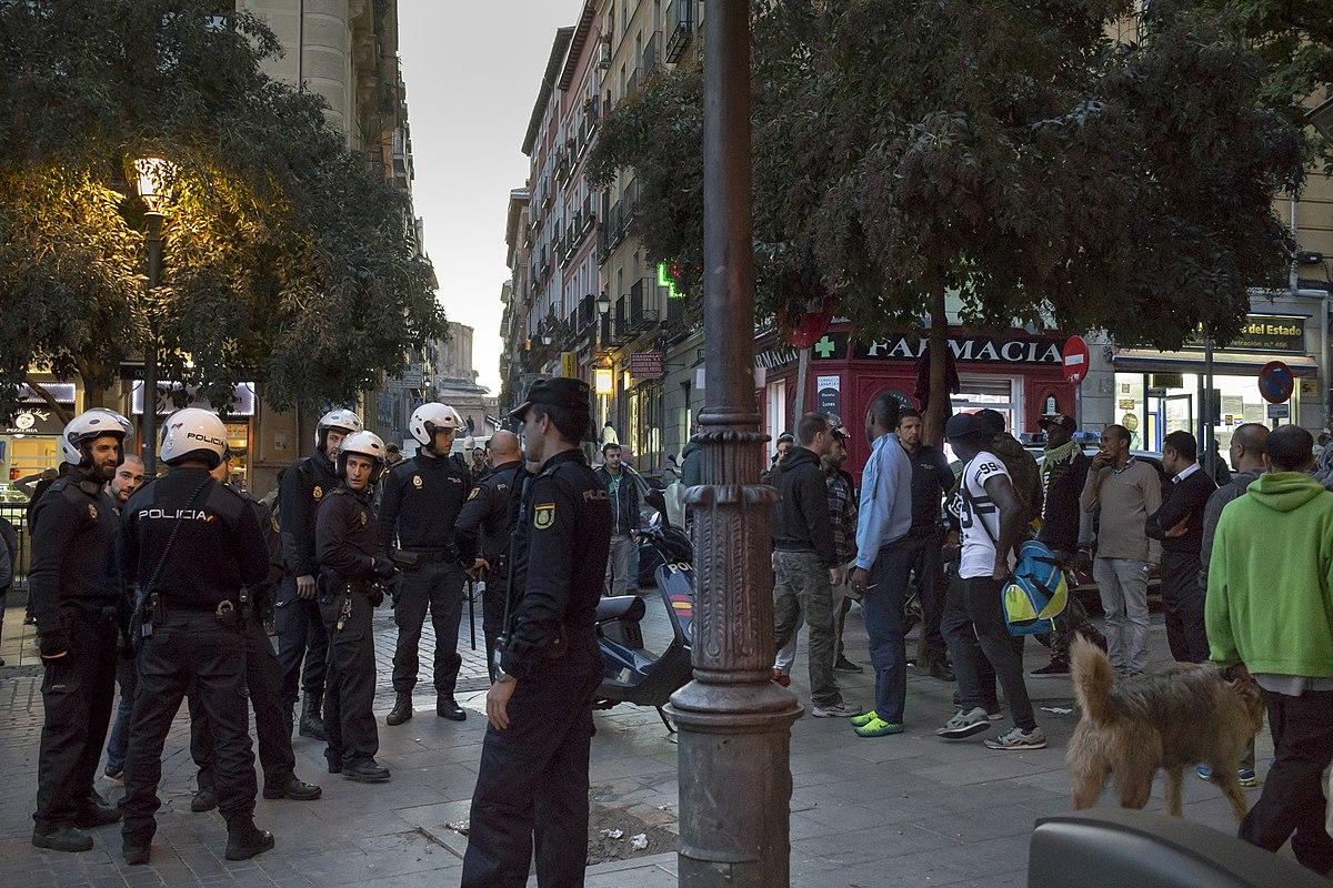 Торговцев в барселонском метро попросили на выход