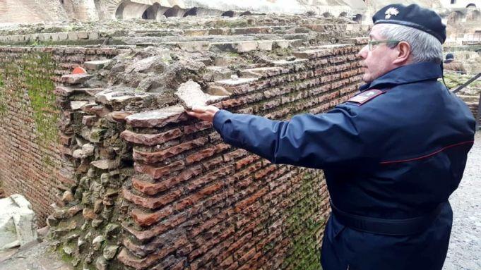 Туристы в римском Колизее продолжают заниматься вандализмом