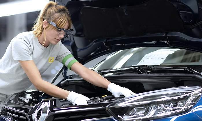 Завод Renault в Паленсии перейдет на работу в три смены и примет 500 новых сотрудников