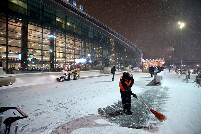 Из-за небывалого снегопада в московских аэропортах случился коллапс