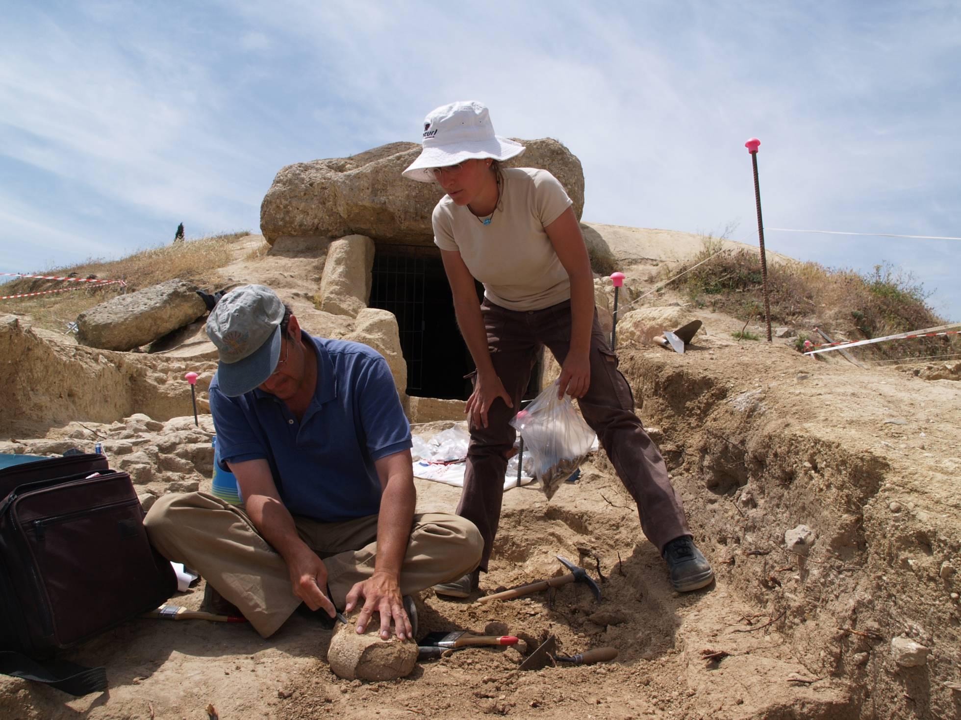 Ученые разгадали тайну погребального кургана в провинции Малага