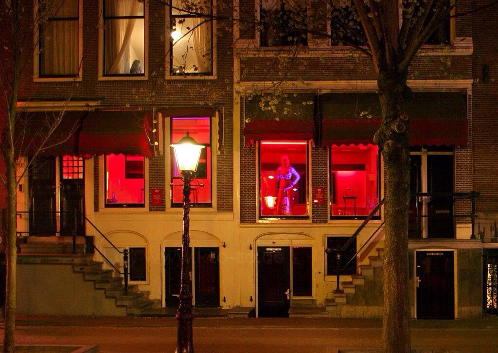 Секс-туризм в квартале Красных фонарей Амстердама будут реформирован