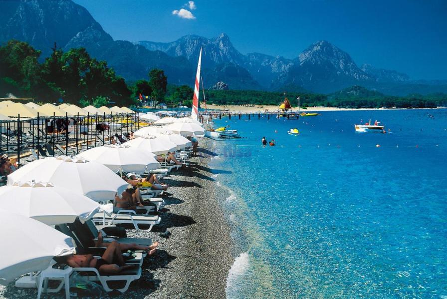 Турция представила туристическую статистику: туристы привезли в шесть раз больше, чем вывезли граждане