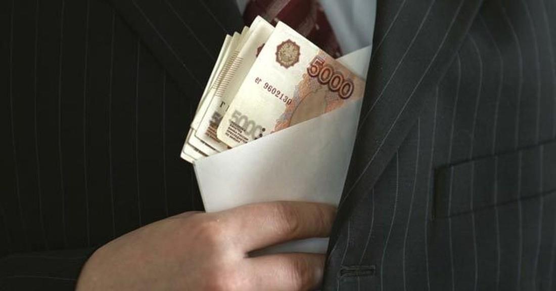 В Уфе директор турфирмы пошёл под суд за взятку и невыплату зарплаты