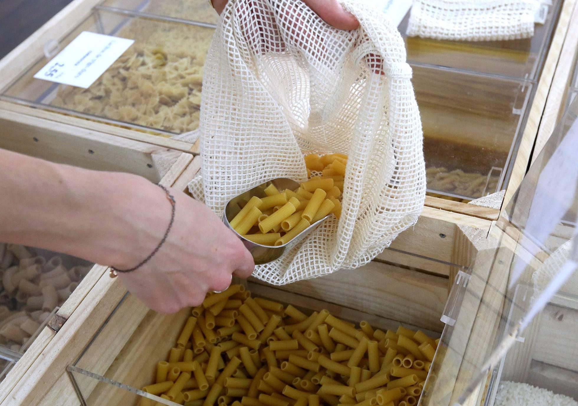 Первый в Мадриде супермаркет без пластика демонстрирует новую систему потребления