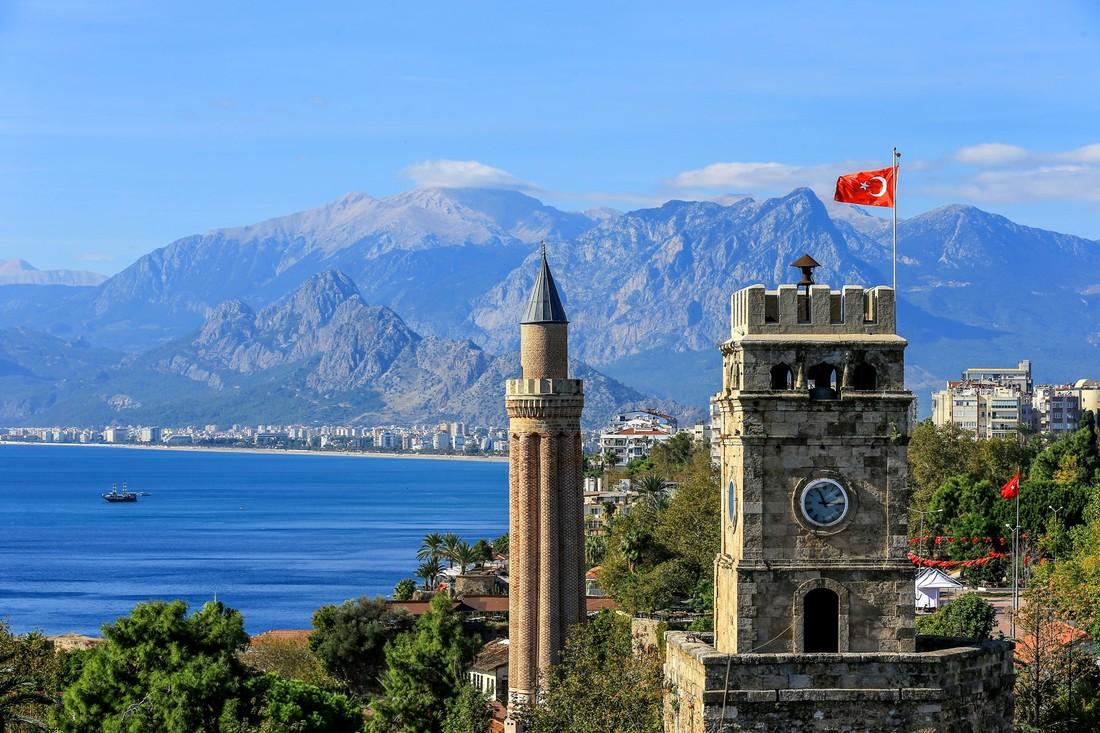 Стамбул и Анталия зафиксировали всплеск российских туристов на Новый год