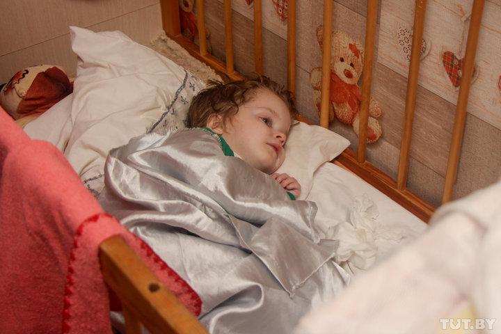Не положено. Многодетной матери, которая растит сына с инвалидностью, отказывают в пособии на пятого ребенка
