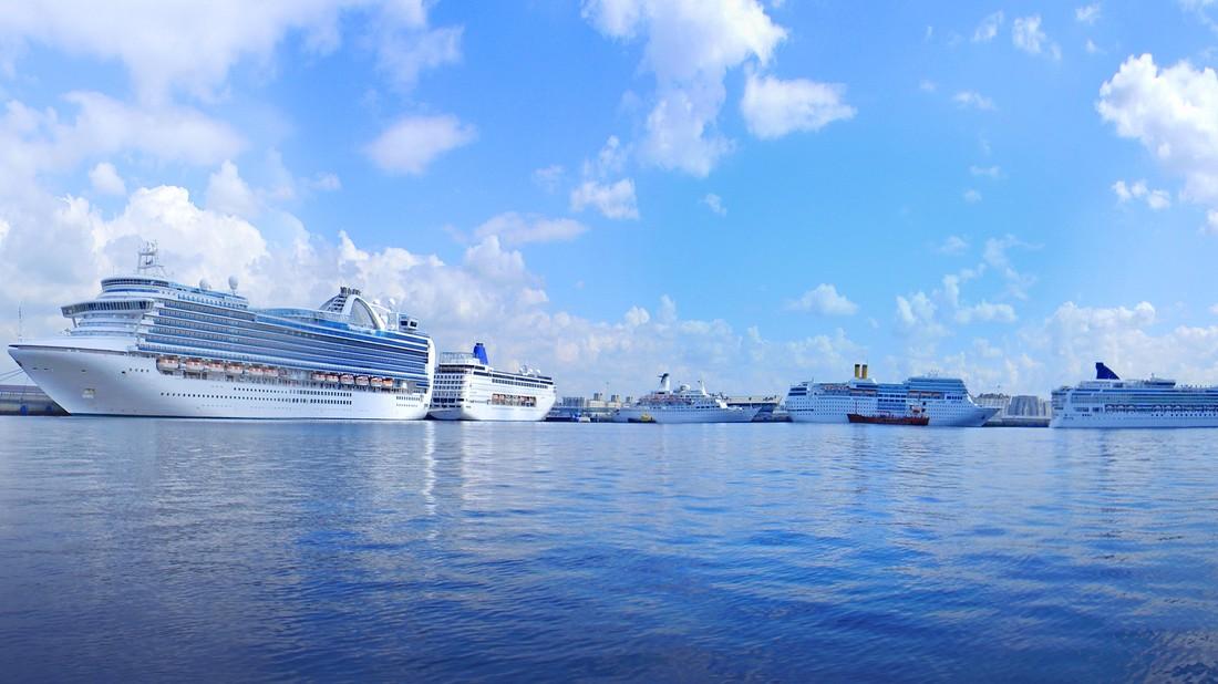 Круизный Петербург: почти миллион туристов и 9 млрд. рублей